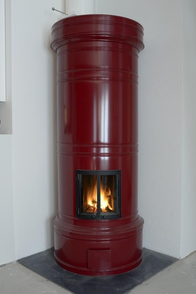 Pönttöuuneja saatavissa myös kirkkaissa väreissä, mm. RAL-3004 värillä maalattu.